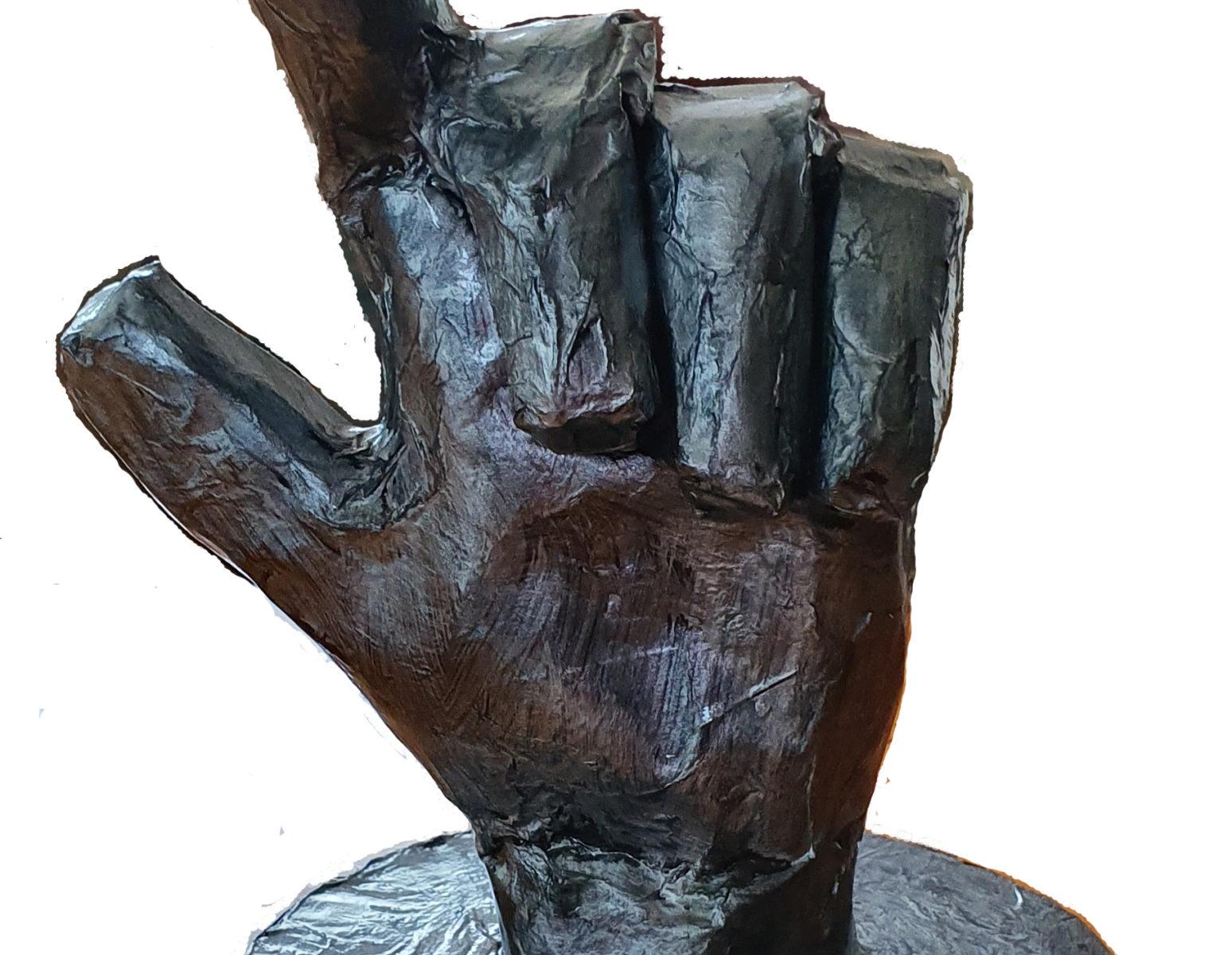 Dos por favor papier mache hand
