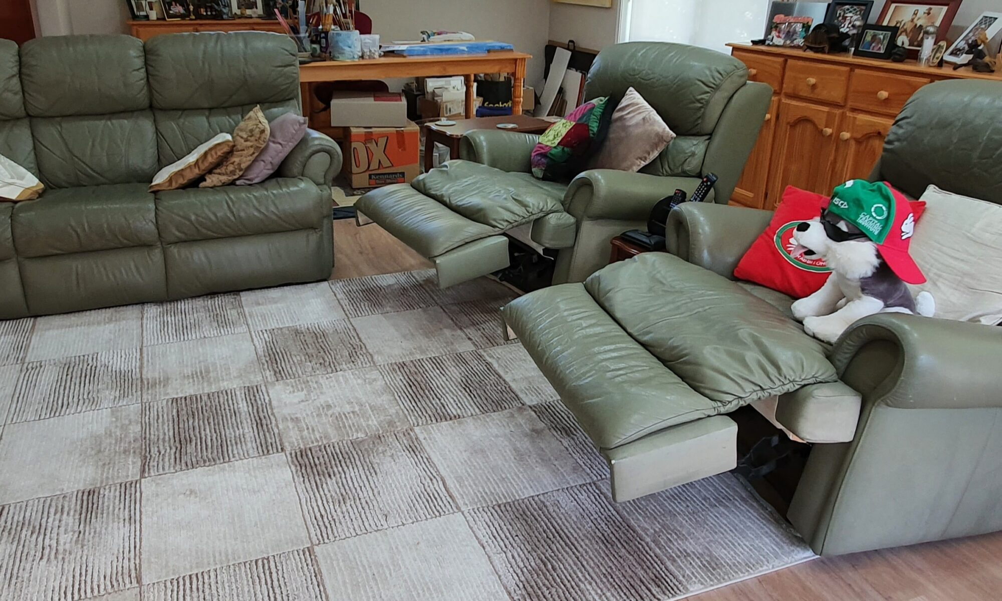 3-seater lounge with two recliner chairs