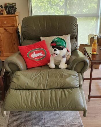 Recliner 1 with Hughie the Husky