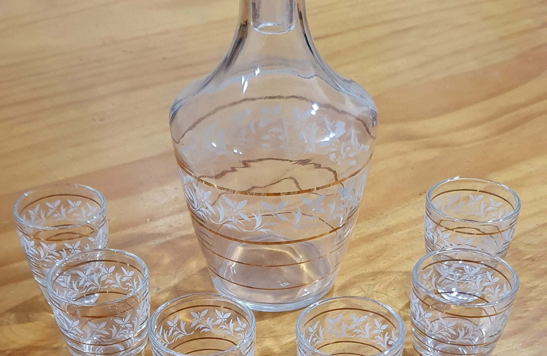 Sherry decanter with six glasses